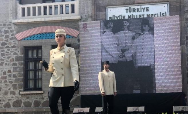 İkinci Meclis'te Atatürk Giysi Koleksiyonu Defilesi