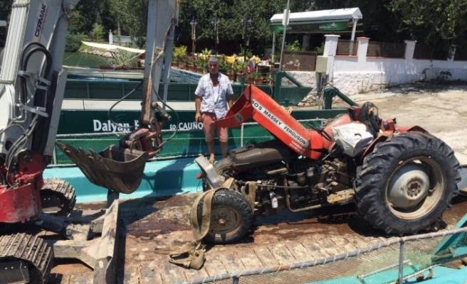 Göle devrilen traktörü DALKO kurtardı