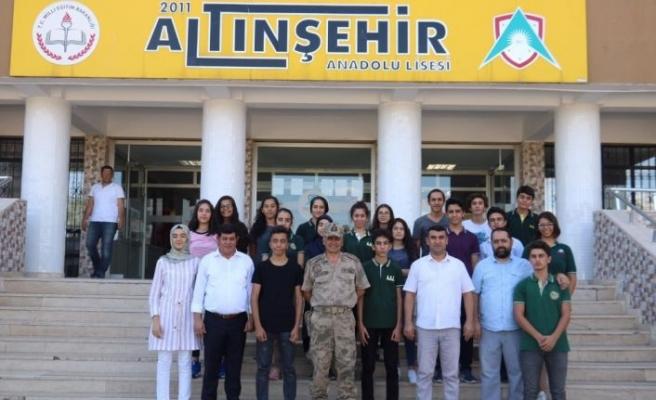 Albay Atasoy öğrencileri yalnız bırakmadı