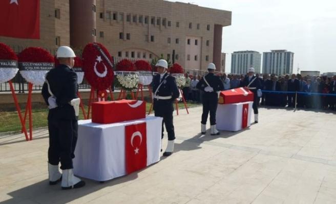 Teröristlerin roketli saldırısında şehit düşen siviller törenle memleketlerine uğurlandı