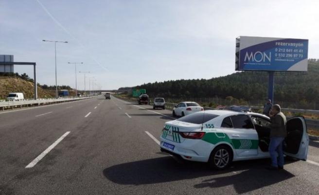 Kuzey Marmara otoyolunda 3 araç birbirine girdi: 1'i ağır 3 yaralı