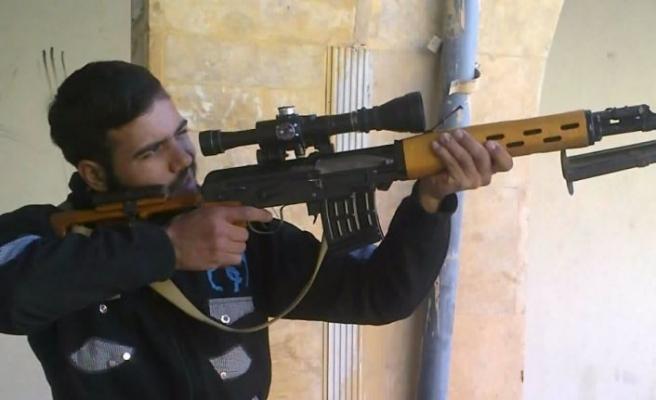 Yakalanan DEAŞ'lının silahlı fotoğrafları ortaya çıktı