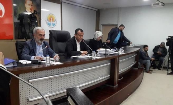 """Adana Büyükşehir Belediyesi'nde """"yetki gaspı"""" tartışması"""