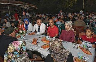 Şehit Ailelere onuruna yemek verildi