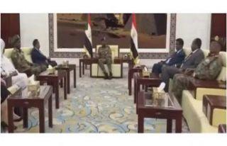 Sudan'da Abdullah Hamadok geçiş dönemi başbakanı...