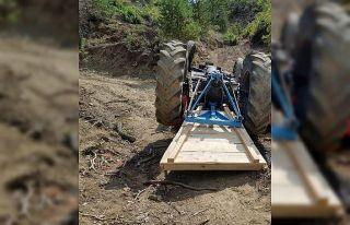 Traktör altında kalan karı koca öldü