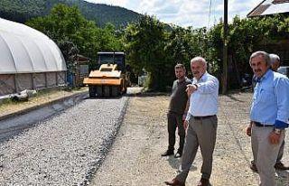 Uzun, Eskipazar ilçesinde asfalt kaplama çalışmalarını...