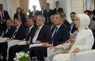"""Emine Erdoğan: """"3 yılda 280 bin çocuğumuza..."""