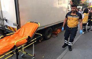 Fatih'te nakliye kamyoneti geri geri manevra yaptığı...