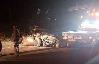 Muğla'da otomobil önündeki kamyona çarptı:...