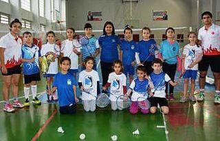 Yunusemre'de badminton çalışmaları devam ediyor