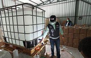 Bursa'da kaçak 1 milyon liralık dezenfektan üreten...