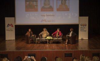 Mersin'de 'Yasalar uygulansın kadınlar yaşasın' paneli düzenlendi