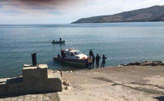Van Gölü'ne düşen mülteciyi polis kurtardı
