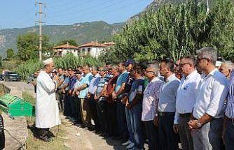 Belediye çalışanını son yolculuğuna binlerce kişi uğurladı