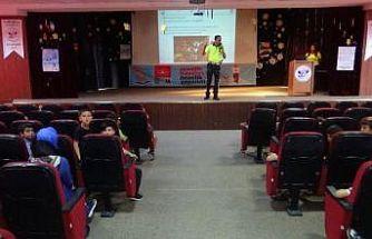 Diyarbakır'da gönüllü okul geçit görevlilerine teorik eğitim