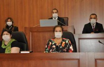 Kartal Belediye Meclisi lösemiye maske ile dikkat çekti
