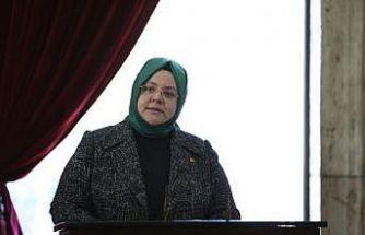 Bakan Selçuk kadına seçme ve seçilme hakkı verilişinin yıl dönümünde Anıtkabir'de