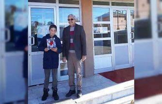 Hisarcık'ta ortaokul öğrencisi bulduğu parayı Okul Müdürüne teslim etti