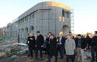 Bakan Kurum, inşaatı devam eden Sur Konutları'nı inceledi