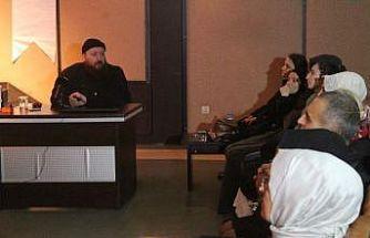 Hattat Mahmut Şahin Kocaeli'de hat sanatını anlattı