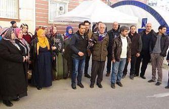 """HDP önündeki ailelerden Elazığ'a yardım çağrısı: """"Çadırımızı göndermeye ve çalışmalara katılmaya hazırız"""""""