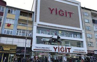 Polis, kent meydanındaki vatandaşları drone ile uyardı