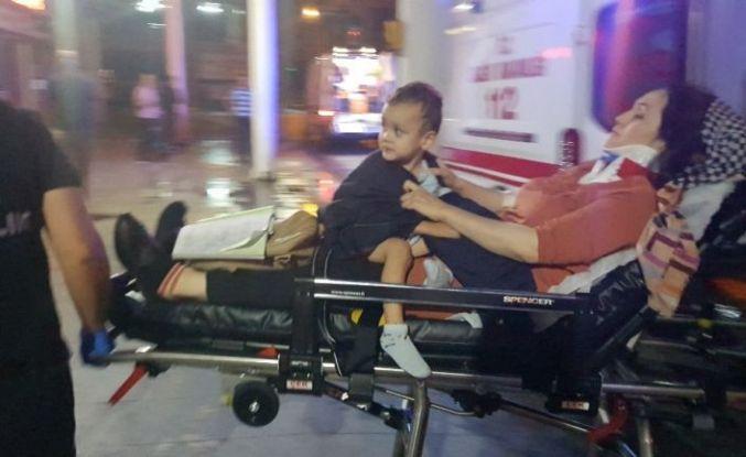 Yaralı annesinin kucağından inmedi