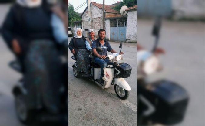 Engelli anne-babasını taşıdığı motoru çaldılar