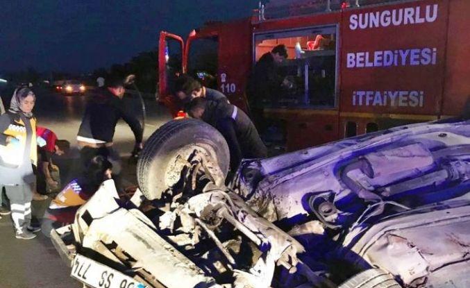 Sungurlu'da otomobil devrildi: 2 yaralı