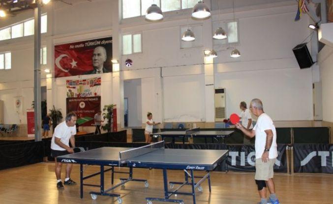 Parkinson hastaları masa tenisi oynadı