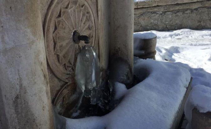 Karlıova'da soğuk hava etkili oldu