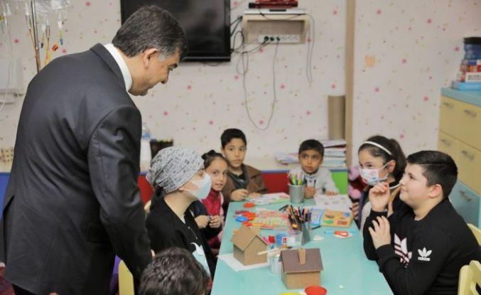 Başkan Fadıloğlu'ndan hastalara moral ziyareti
